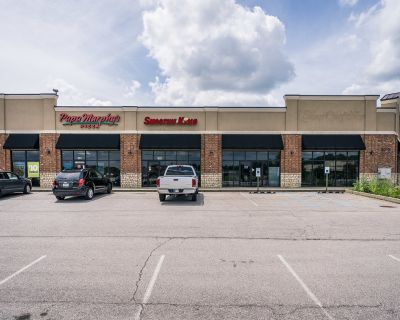 High Visibility Retail Space :: FOR LEASE