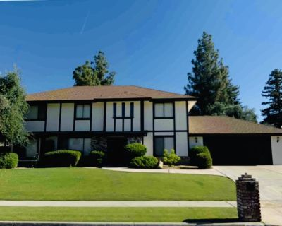 4 BED/3BATH huge custom POOL HOME in Fabulous neighborhood!Pool table/fireplace! - Kern County