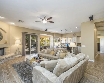 4 bedroom house with heated pool, palm trees and sunsets in Scottsdale, Arabian Views
