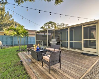 NEW! Contemporary Cottage w/ Sunroom & Fire Pit! - Sarasota
