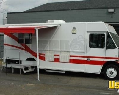 2004 - 18' Freightliner MT45 Diesel Mobile Kitchen Food Truck