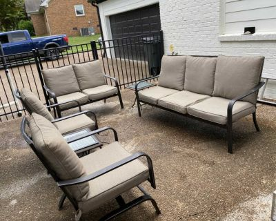6 piece outdoor furniture set. Couch loveseat 2 chairs & 2 side tables
