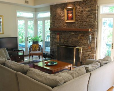 INTOWN Emory Decatur 4 bedroom w/PORCH & private HOT TUB fireplace PETS OK - DeKalb County
