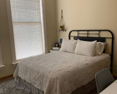 1 room for rent in 3 bedroom apartment