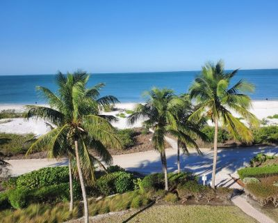 Beachfront Condo 2Bed/2Bath With Pool, Hot Tub, and Private Balcony -Nice Escape - South Island