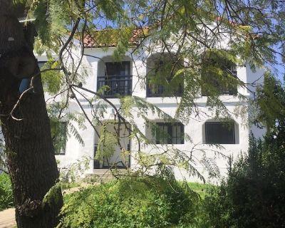 Luxury Furnished Apartment - Beverly Hills Adjacent - Pico - Robertson