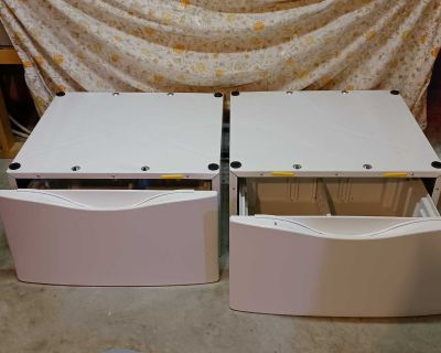 wHIRLPOOL WASHER AND DRYER BASE/DRAWER