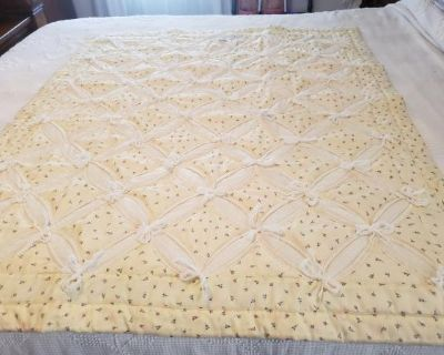 Soft creamy yellow Cathedral Crib quilt