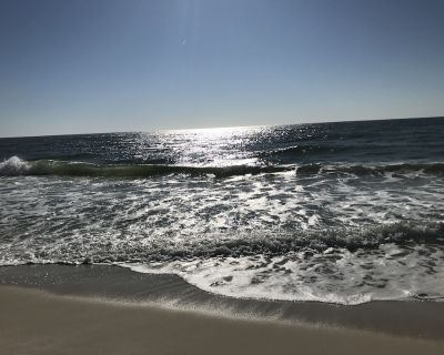 Steps from the Hangout and everything in Gulf Shores. No car needed! - Gulf Shores