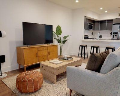 Luxurious Beverly Grove apartment- Sunset Strip