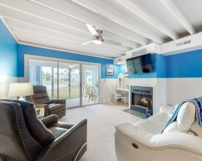 Mallard Lakes Waterfront Getaway w/ Free WiFi, A/C, Shared Pools, & Hot Tub - Selbyville