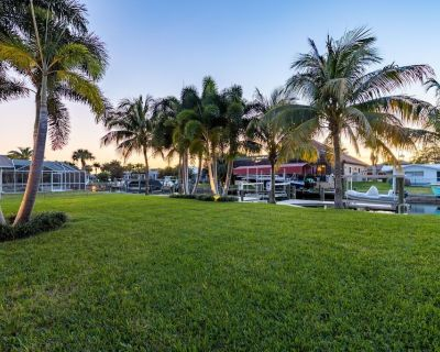 Pet Friendly Paradise with AMAZING Gulf Access - Flamingo Cottage - Roelens Vacations - Yacht Club