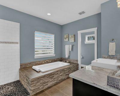 New! Luxury Cottage w/Stunning Views-Spa Bath-Patio - Fredericksburg