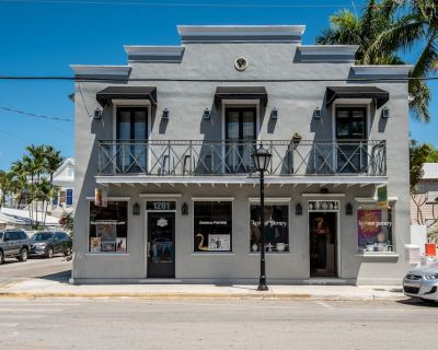 Condo on Duval Street - walk to beach & Southernmost Point, dogs OK - Uptown - Upper Duval