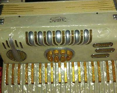 Lira mod. 20 antique accordion, pearl