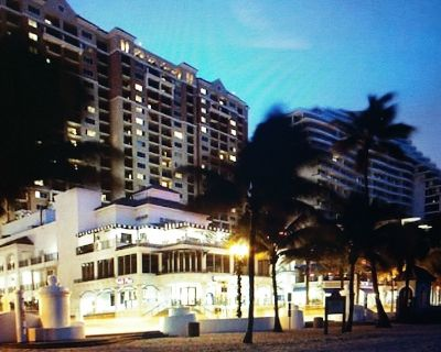2 bedroom Marriott's BeachPlace Towers - March 20-27, 2021. Beautiful Resort - Central Beach