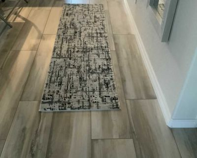 Like new, long entryway/hallway runner. I bought this before our floors were tiled and it doesn t match. It s 26.2in x 96in