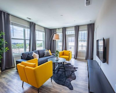 Luxurious 2 BR/2BR Downtown Apartment - Summerhill