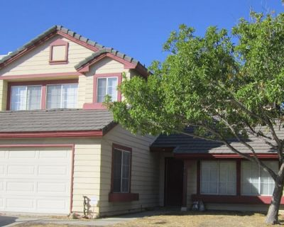 Private room with shared bathroom - Lancaster , CA 93536
