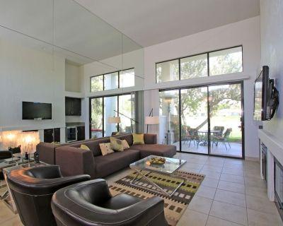 Beautifully Modernized 2 Bed Condo with Amazing Views! LQ106 LIC#110344 - La Quinta