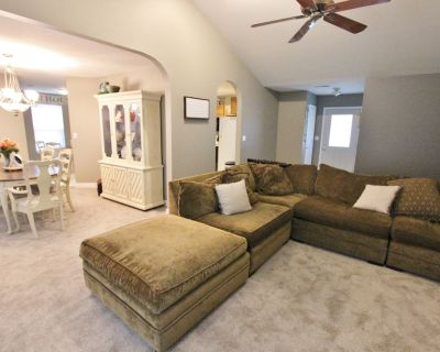 Cozy Home Close to Everything! 1 Mile from Mizzou! - Columbia