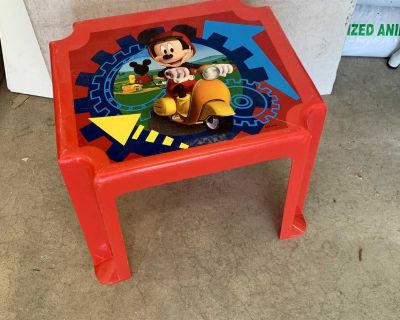 Mini Mickey Mouse Table