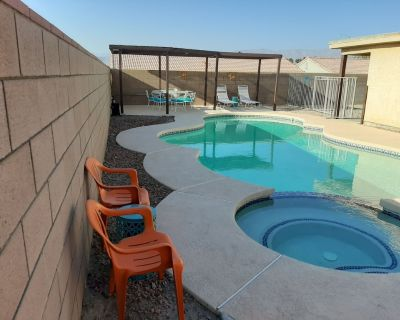 Coachella Fest & Polo Fields = short walk from 4BR POOL Home sleeps up to *12 - Indio