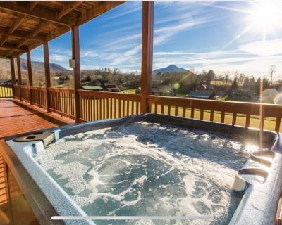 Crazy Amazing Cabin!King Beds, Theater ,Mountain View, New on Mrkt, Sleeps15 - Pigeon Forge