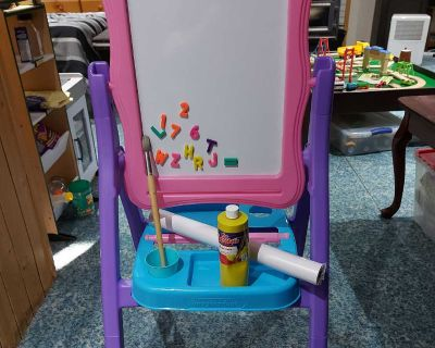 IMAGINARIUM CREATIONS FLIP AND FOLD EASEL, WITH ACCESSORIES