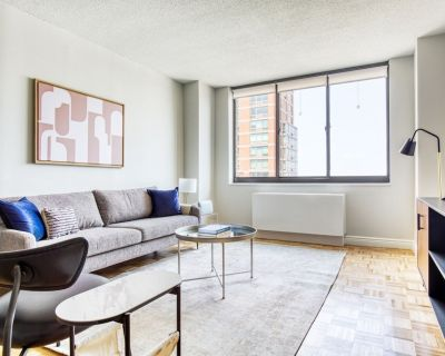 Classic UES 1BR w/ Gym, Pool, Doorman, Elevator, near park, by Blueground - Upper East Side