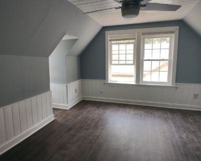 Private room with shared bathroom - Belvedere Park , GA 30317
