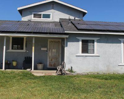 Private room with shared bathroom - Pico Rivera , CA 90660