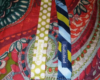 2 pacifier clips