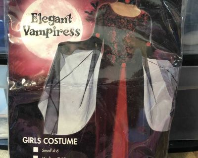 Girls size large 11-13 elegant vampiress