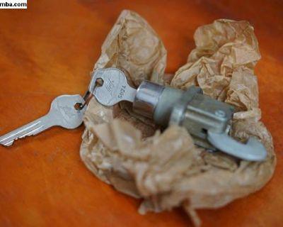 NOS Huf Decklid Handle w/Keys (113 827 503)