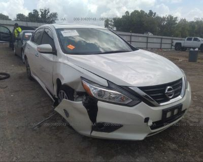 Salvage White 2017 Nissan Altima
