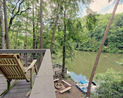 LAKEFRONT, MTN VIEW, HOT TUB, POOL TABLE, FIREPIT, PROJECTOR, DOGS OK, 3BD AVAIL - Blue Ridge