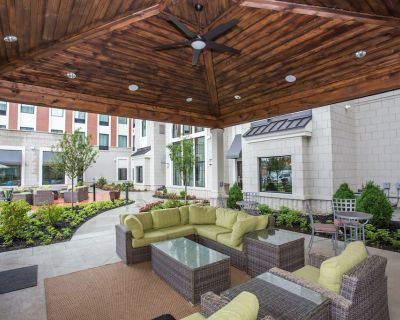 Equipped King Suite | Free Wi-Fi, Free Daily Breakfast + Pool Access - Miamisburg
