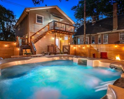 NEW! The House of RAD! Only the RADDEST in accomodations - HOT TUB - Outdoor Space! WALK TO FUN! - Cherokee Triangle