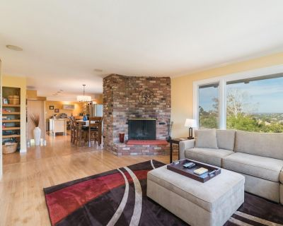 Downtown Derby - Hot Tub & Panoramic Views - Paso Robles