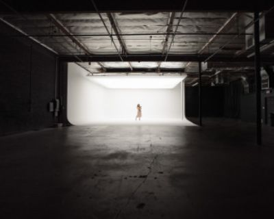 **LIMITED TIME OFFER** N. Hollywood Film/Photo Studio w/ White Cyc & Top-Light Soft-Box!, North Hollywood, CA