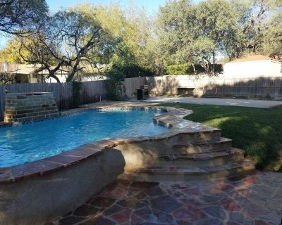 Amazing 5/3 home sleeps 12 w/heated private pool & entertainment room - Medical Center District
