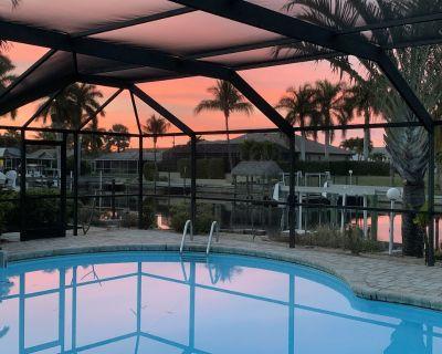 Gulf access, remodeled, NEW AC unit, 3 bed, 2 bath, heated pool, dock/lift - Caloosahatchee