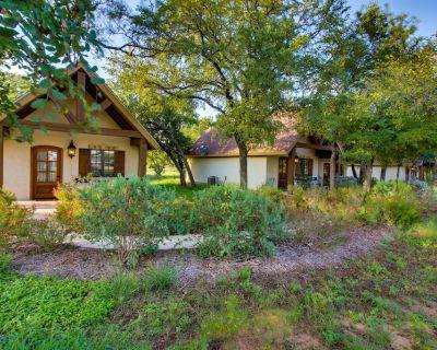 Enjoy a private deck, walk to wineries & tasting rooms! - Fredericksburg