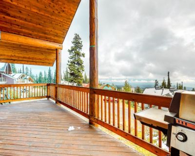 Ski-in/ski-out chalet w/mountain views, shared hot tub, and pellet fireplace - Snow Pine Estates