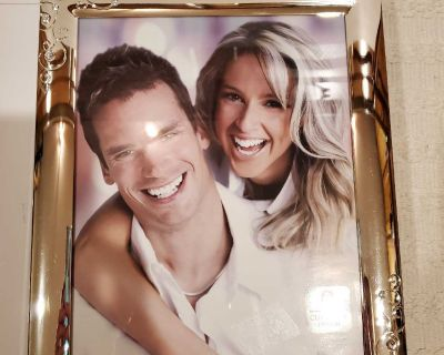 New silver picture frame 8x10