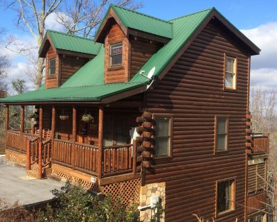 Luxury Cabin* Great Views* Hot Tub* WIFI* Grill* A/C* Jacuzzi* Game Room - Pigeon Forge