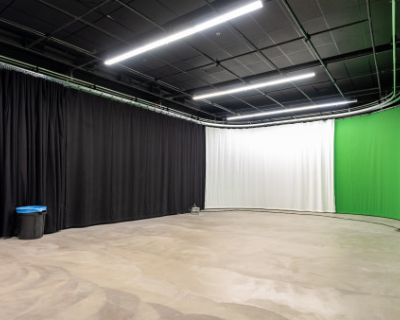 NEW! Large LA Film & Photo Studio with Green Screen, Black and Bleach Muslin Curtains!, Los Angeles, CA