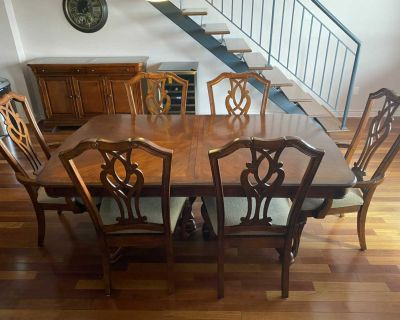 Dining room table (6 chairs) and buffet / Table pour salle manger (6 chaises) et buffet