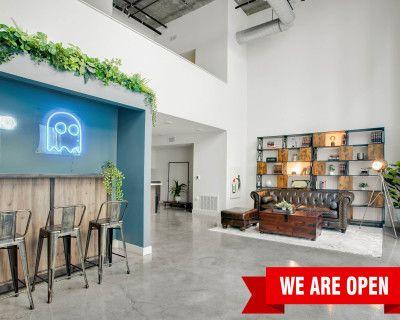 Versatile Ground Floor Industrial Loft w/ Full-size Bar Set & Neon Light in DTLA art district., los angeles, CA